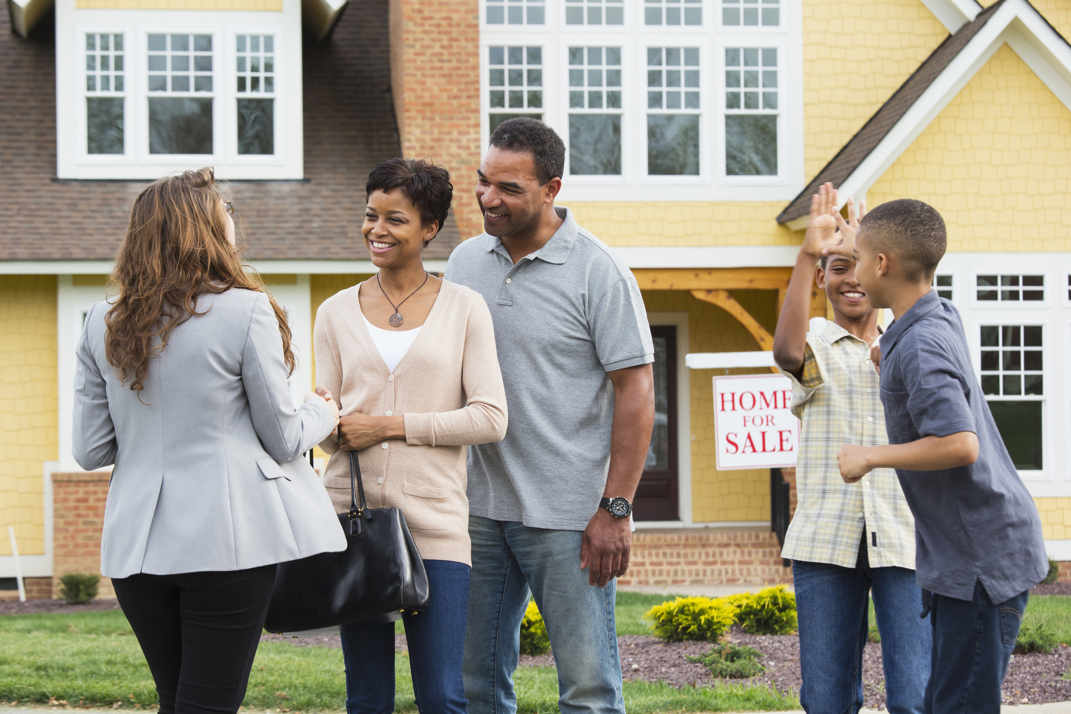 Buying a New Home While Selling Your Current Home