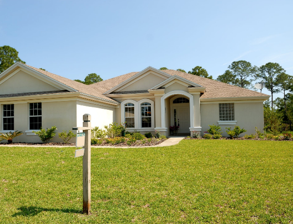What to Expect When You're Buying a Home While Selling Your First Home